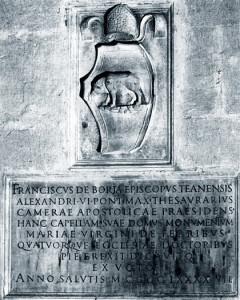 Escut i inscripció de Francesc de Borja, bisbe de Teano i tresorer pontifici. Col·legiata de Xàtiva.
