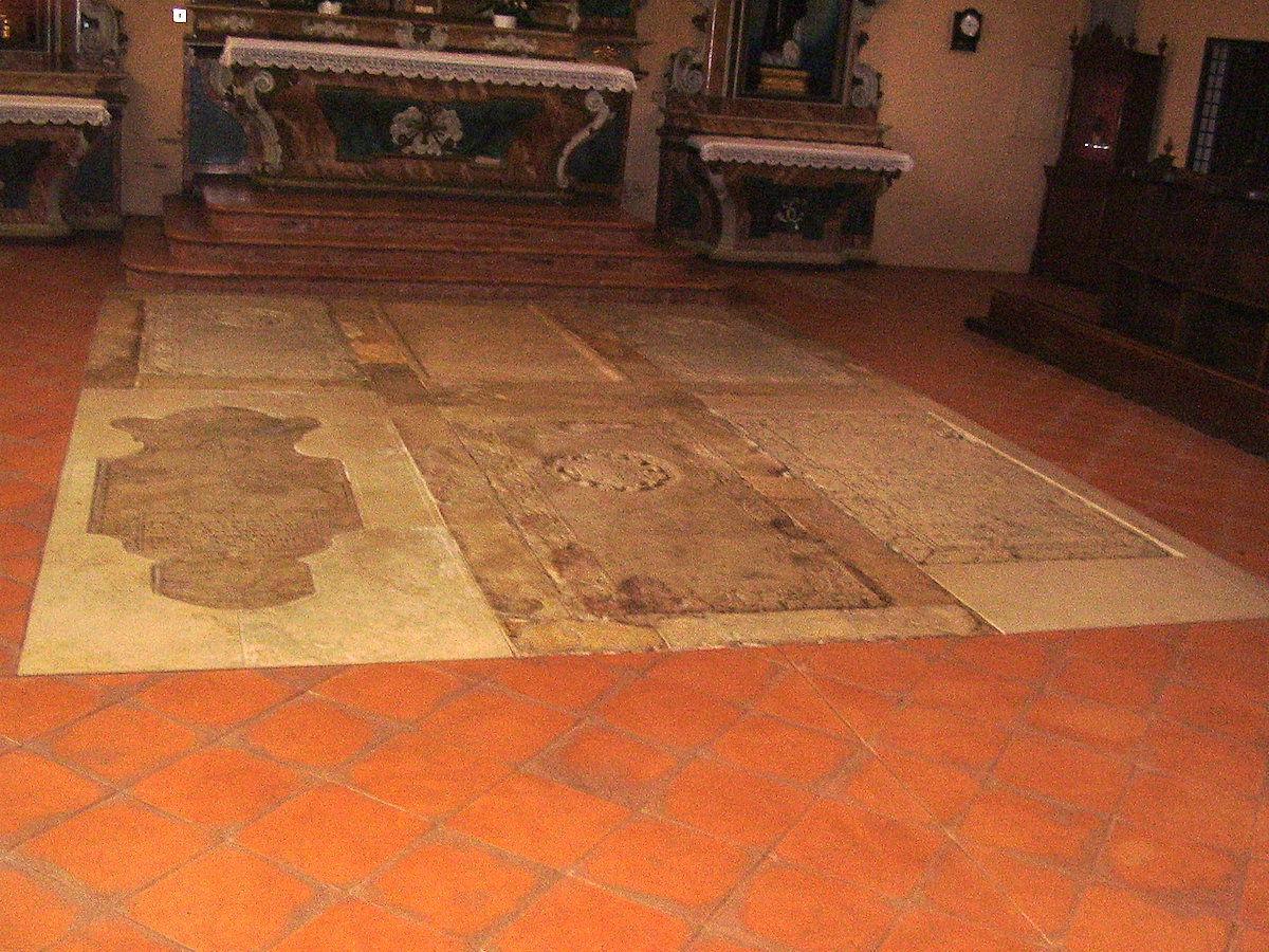 Tombes dels Este al reracor de la capella de Corpus Domini.
