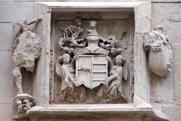 Escut dels Borja sobre la porta principal del palau ducal. Foto: Natxo Francés.