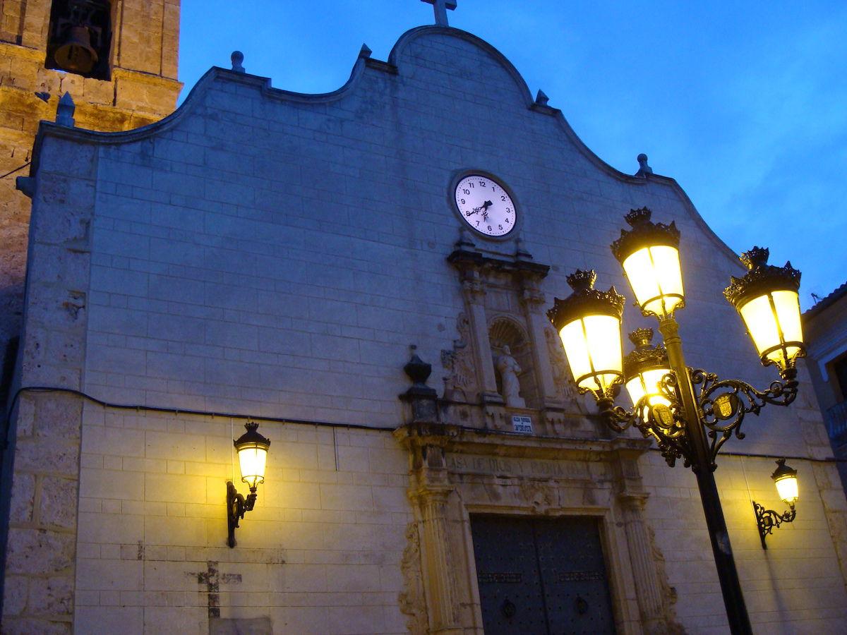 Façana de l'església de Catadau.