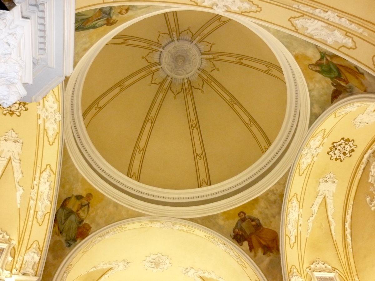 Cúpula de la capella de la Comunió, església de Santa Creu, Llombai.