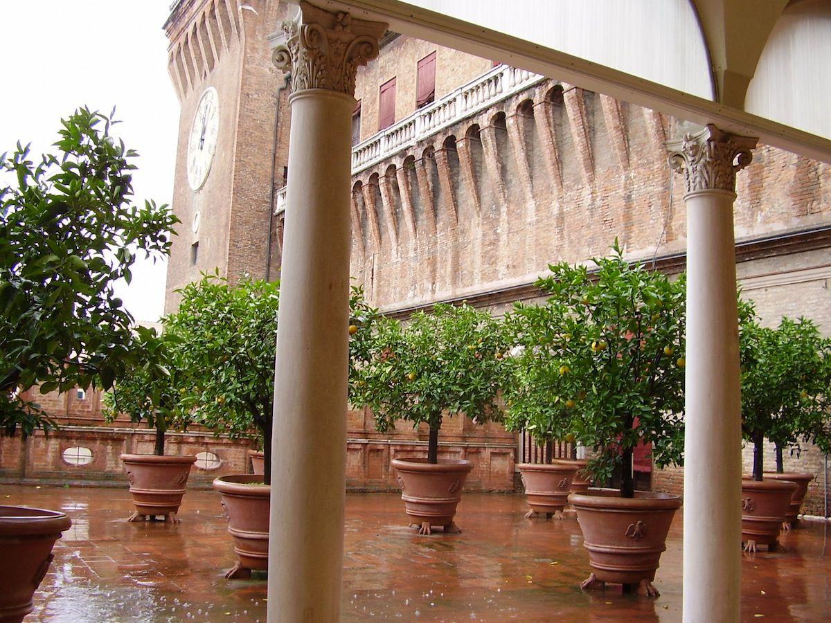 Terrassa dels Tarongers al castell de Ferrara.
